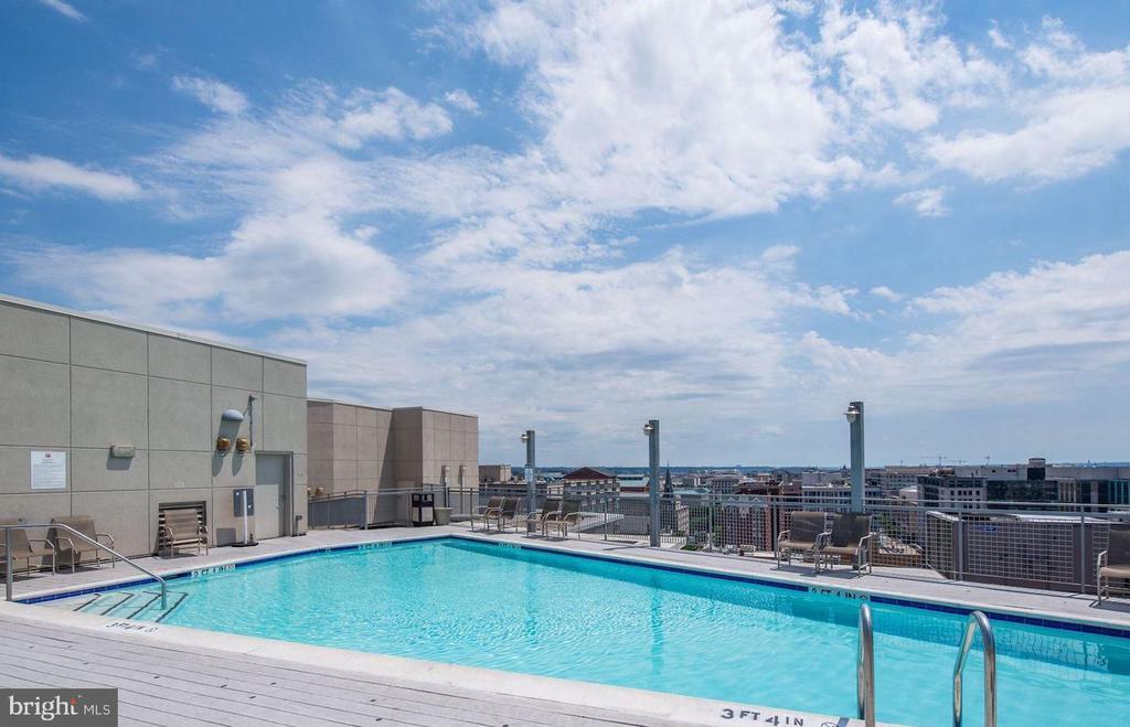 Rooftop Pool - 555 MASSACHUSETTS AVE NW #1201, WASHINGTON
