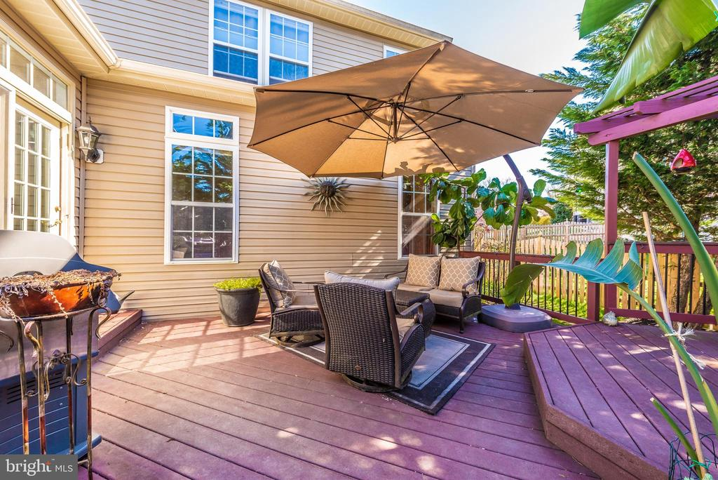 cozy deck - 9331 HILLSBOROUGH TER, FREDERICK