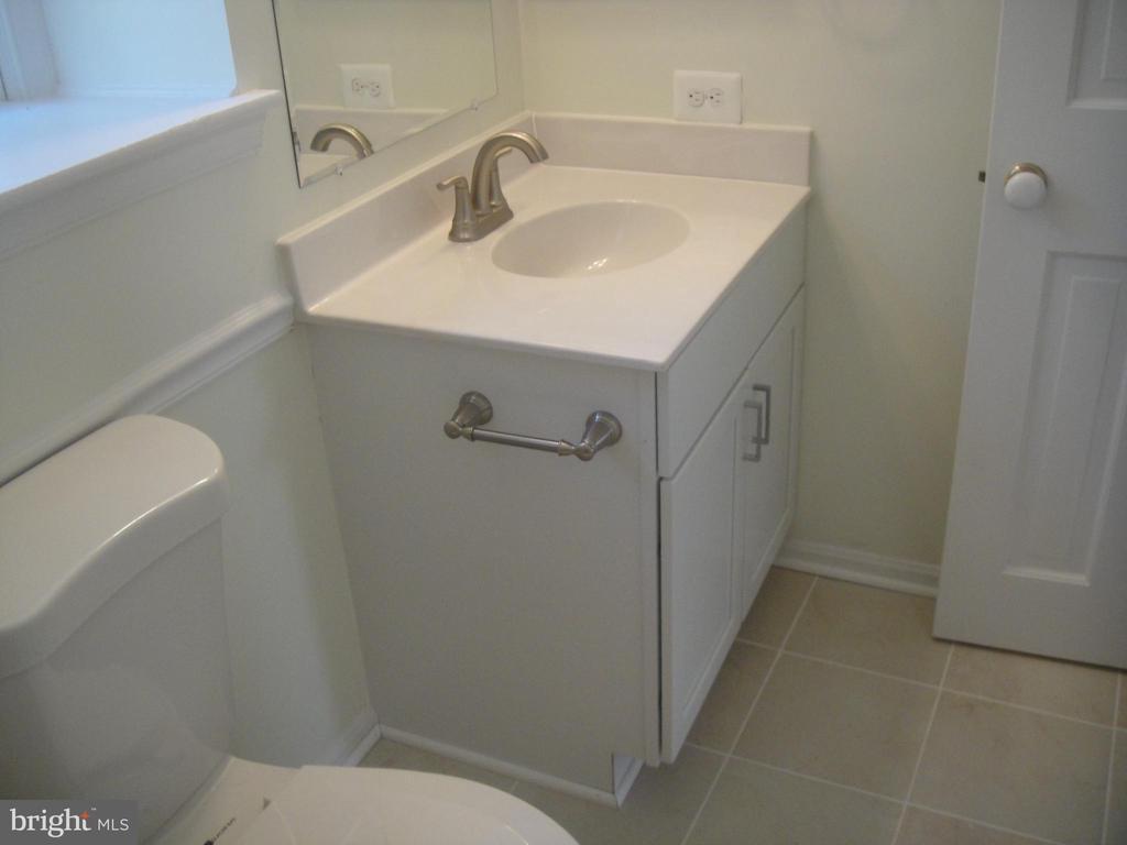 Bath room #2 - 3296 TILTON VALLEY DR, FAIRFAX