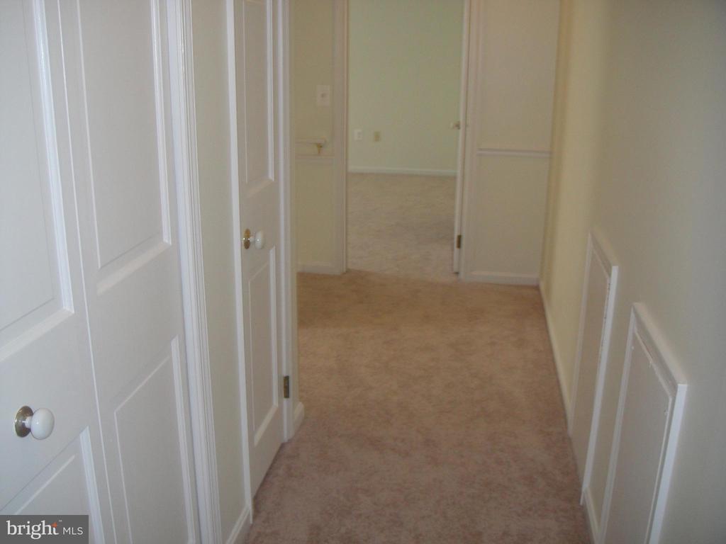 Hallway - 3296 TILTON VALLEY DR, FAIRFAX