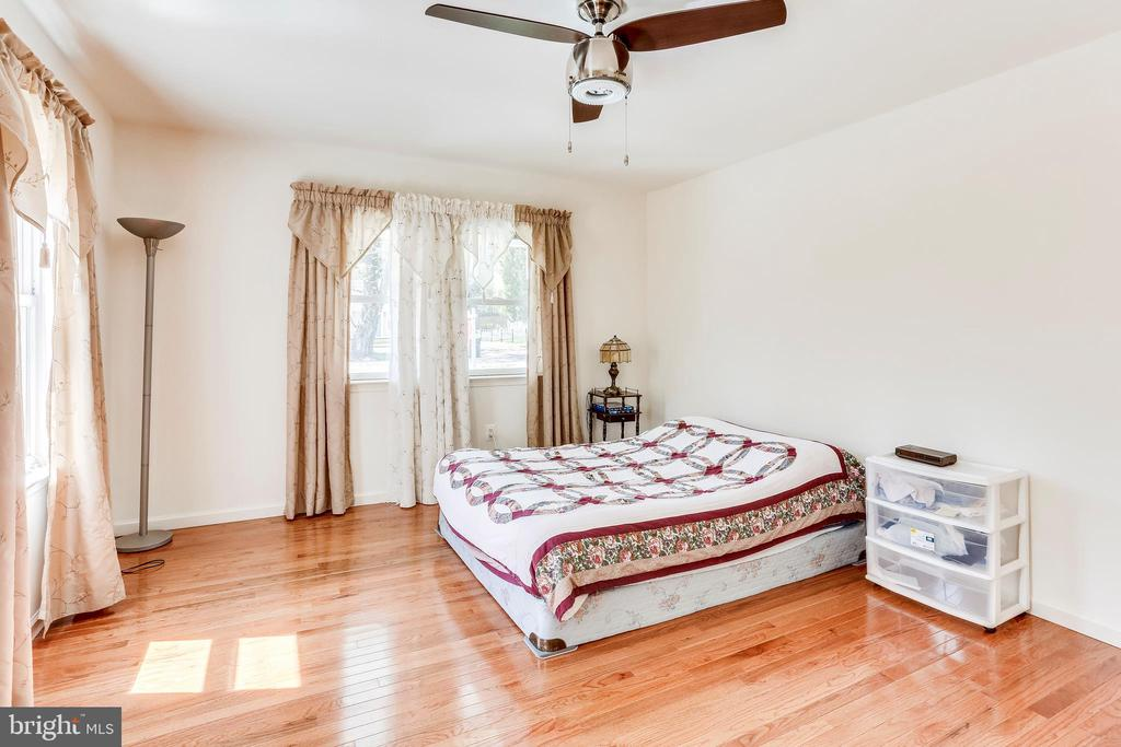 Main Level Master Suite - 1745 ANDERSON RD, FALLS CHURCH