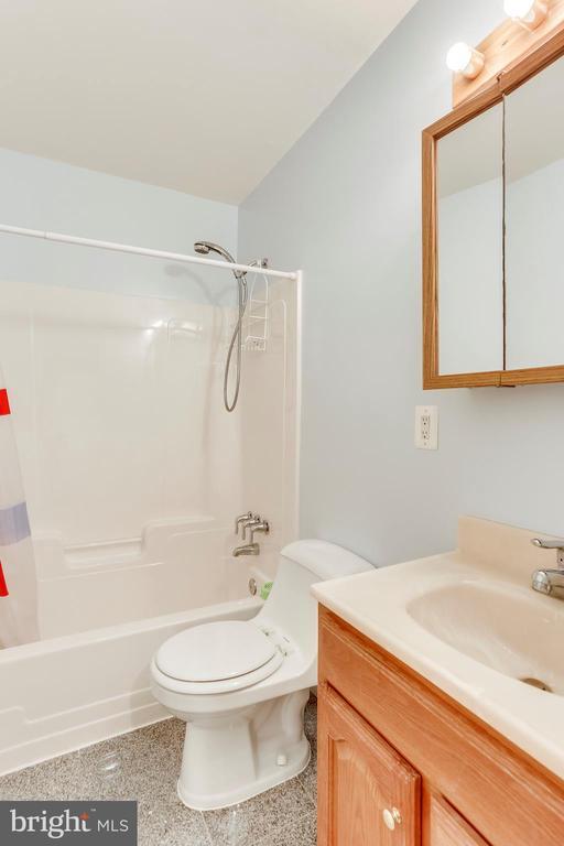 Main Level Full Bathroom - 1745 ANDERSON RD, FALLS CHURCH
