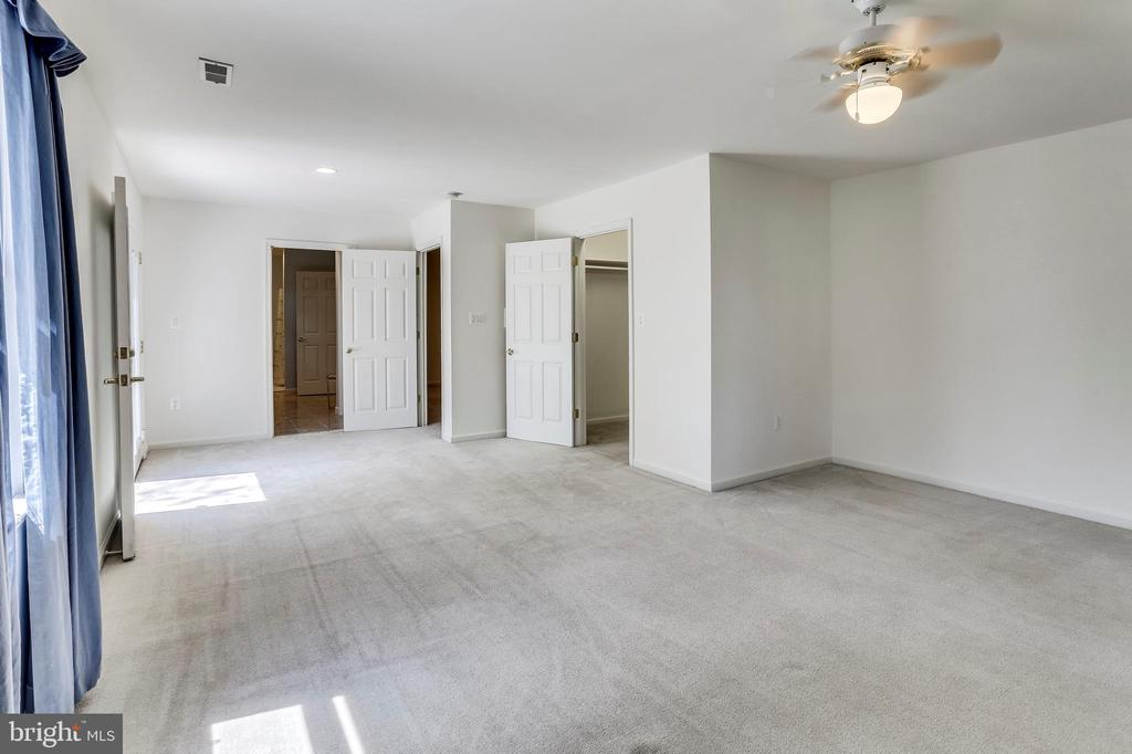 Upper Level Master Suite - 1745 ANDERSON RD, FALLS CHURCH