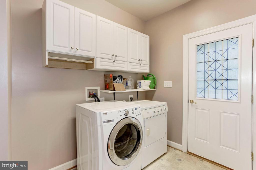 Large laundry area - 8643 WOODWARD AVE, ALEXANDRIA