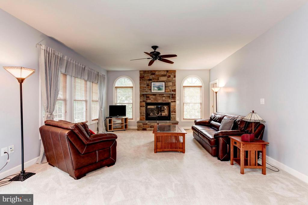 Seating for everyone! - 8643 WOODWARD AVE, ALEXANDRIA