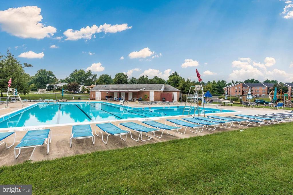 Community Pool is included with the HOA - 108 SANDALWOOD CT, WALKERSVILLE