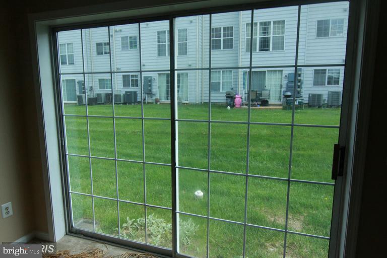 Sliding door to outside - 1123 NE HUNTMASTER TER NE #102, LEESBURG