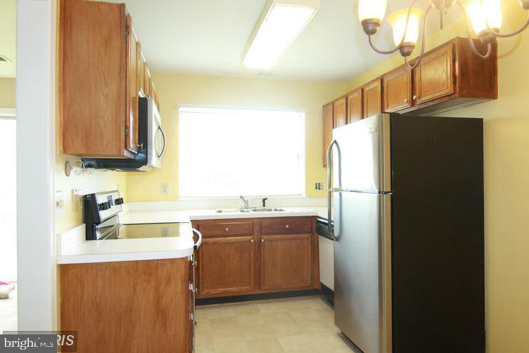 kitchen viewed from breakfast area - 1123 NE HUNTMASTER TER NE #102, LEESBURG