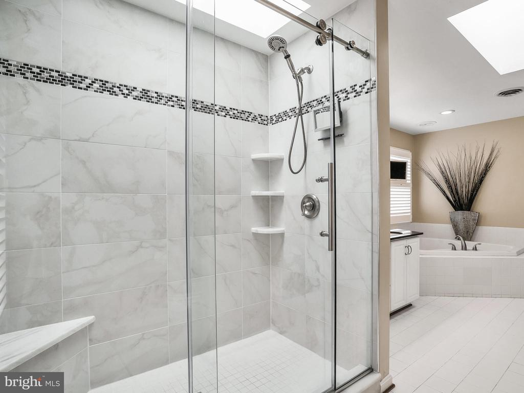 Master Shower - 3005 AVERLEY RD, IJAMSVILLE