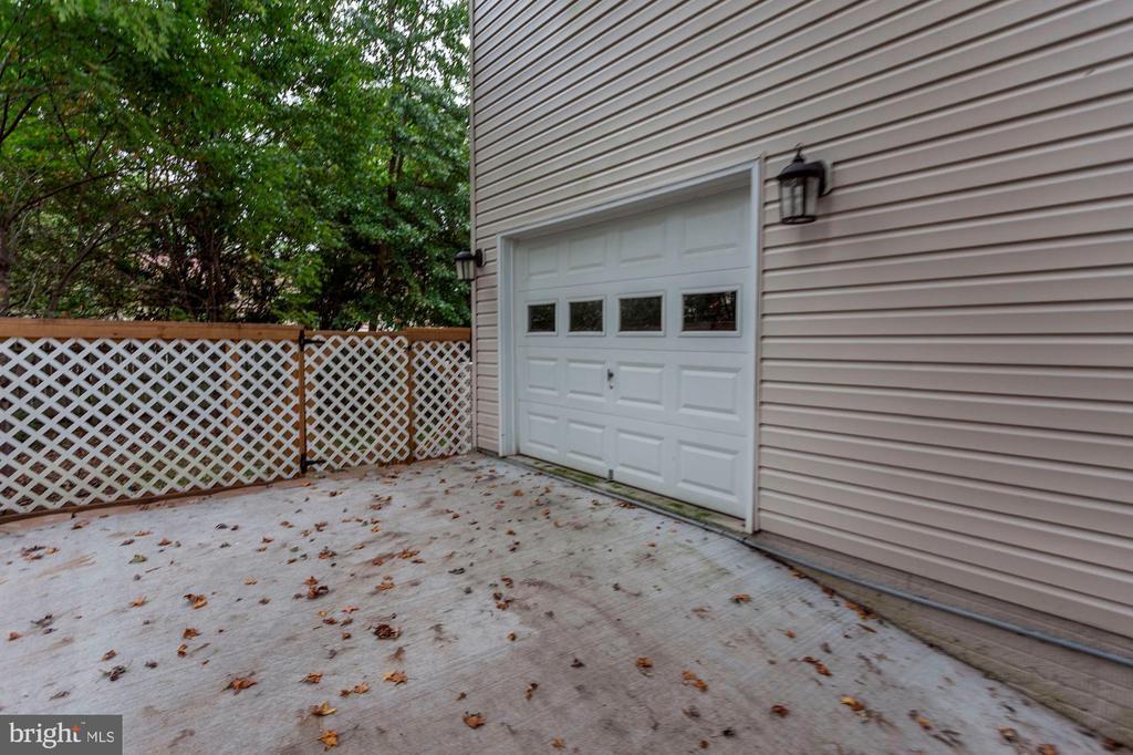 3rd garage area - 8643 WOODWARD AVE, ALEXANDRIA