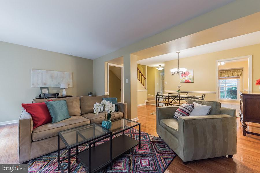 Open space ideal for entertaining or casual days - 2552-C S ARLINGTON MILL DR #2, ARLINGTON