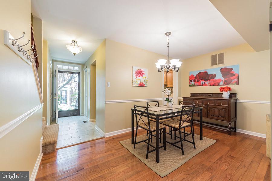 Dining room off the kitchen - 2552-C S ARLINGTON MILL DR #2, ARLINGTON