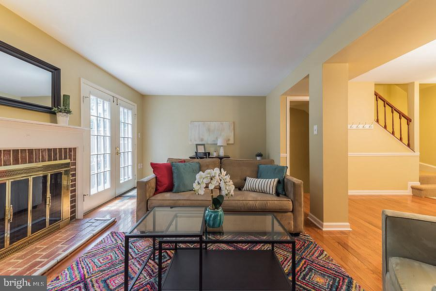 Welcoming living room with WBFP - 2552-C S ARLINGTON MILL DR #2, ARLINGTON