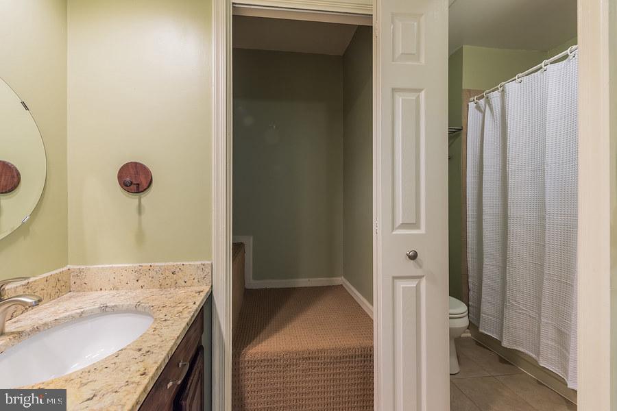 2nd master bedroom - ensuite bath & storage closet - 2552-C S ARLINGTON MILL DR #2, ARLINGTON
