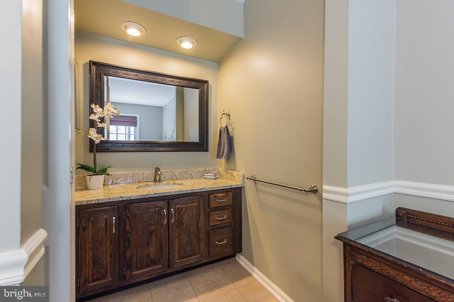 1st master bedroom - ensuite bath - 2552-C S ARLINGTON MILL DR #2, ARLINGTON