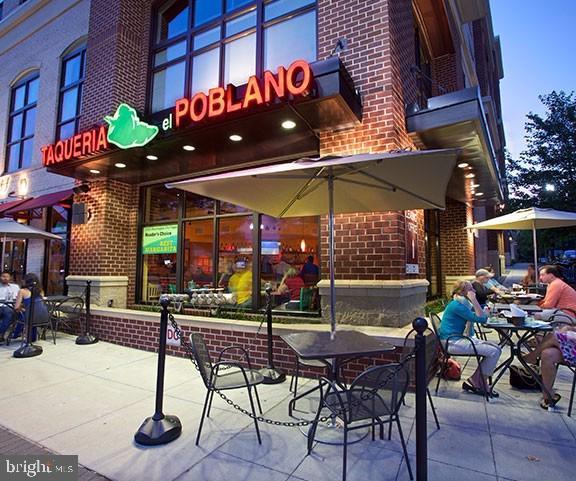 Upscale restaurants - on The Pike - 2415 9TH ST S, ARLINGTON