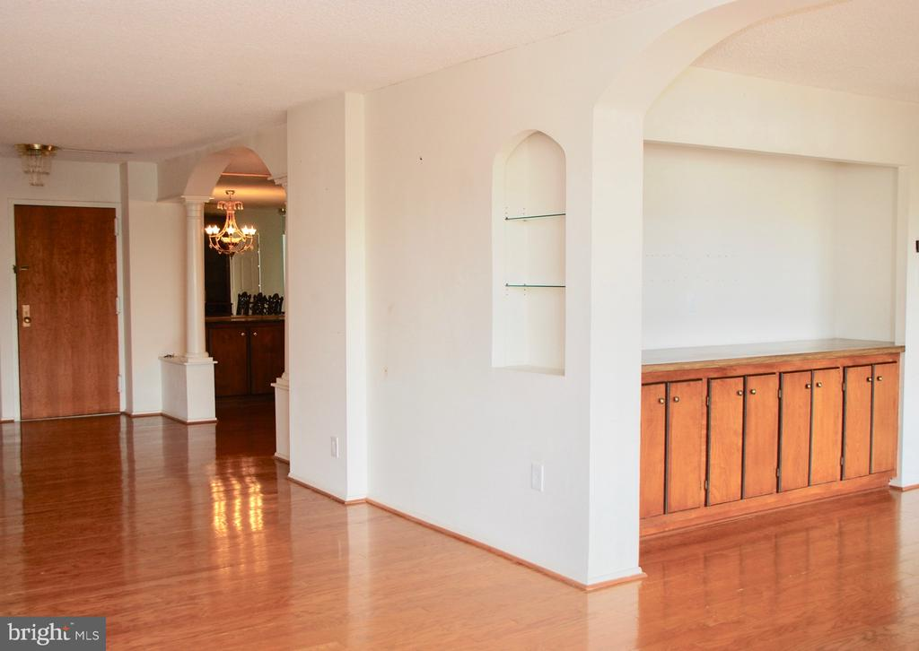 View from Living Room to 3rd Bedroom/Den - 1800 OLD MEADOW RD #606, MCLEAN