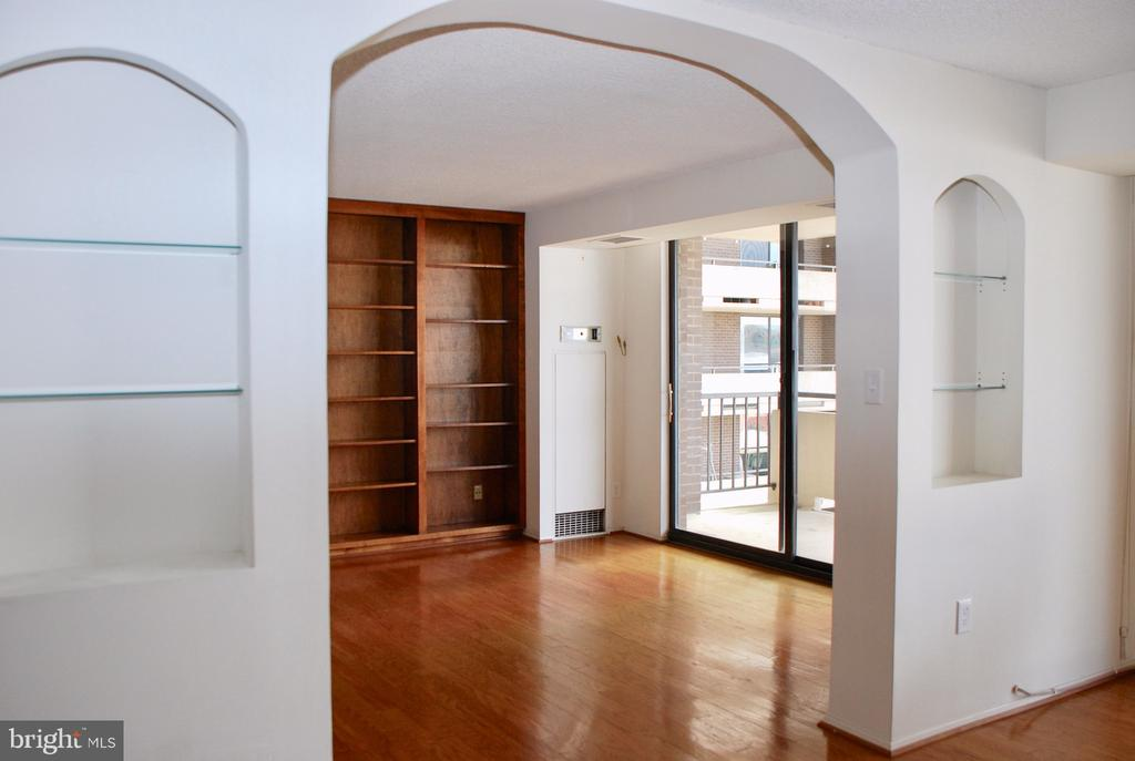 Sliding Glass Door to large balcony - 1800 OLD MEADOW RD #606, MCLEAN