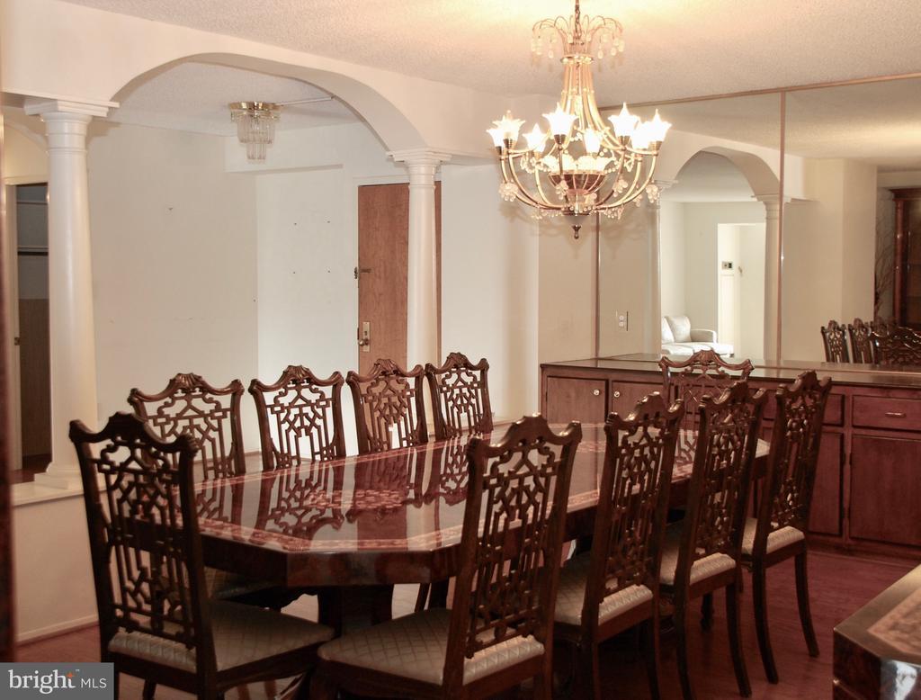 Dining Room easily seats 10 - 1800 OLD MEADOW RD #606, MCLEAN