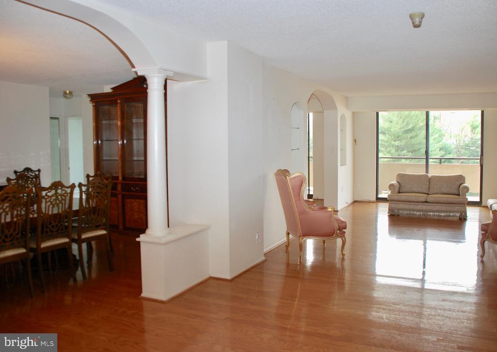 Dining Room off of Liiving Room - 1800 OLD MEADOW RD #606, MCLEAN