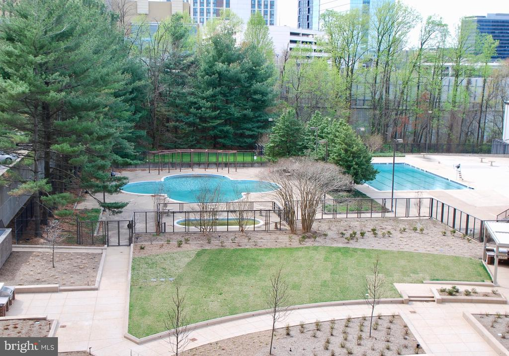 View of new Courtyard and beyond - 1800 OLD MEADOW RD #606, MCLEAN