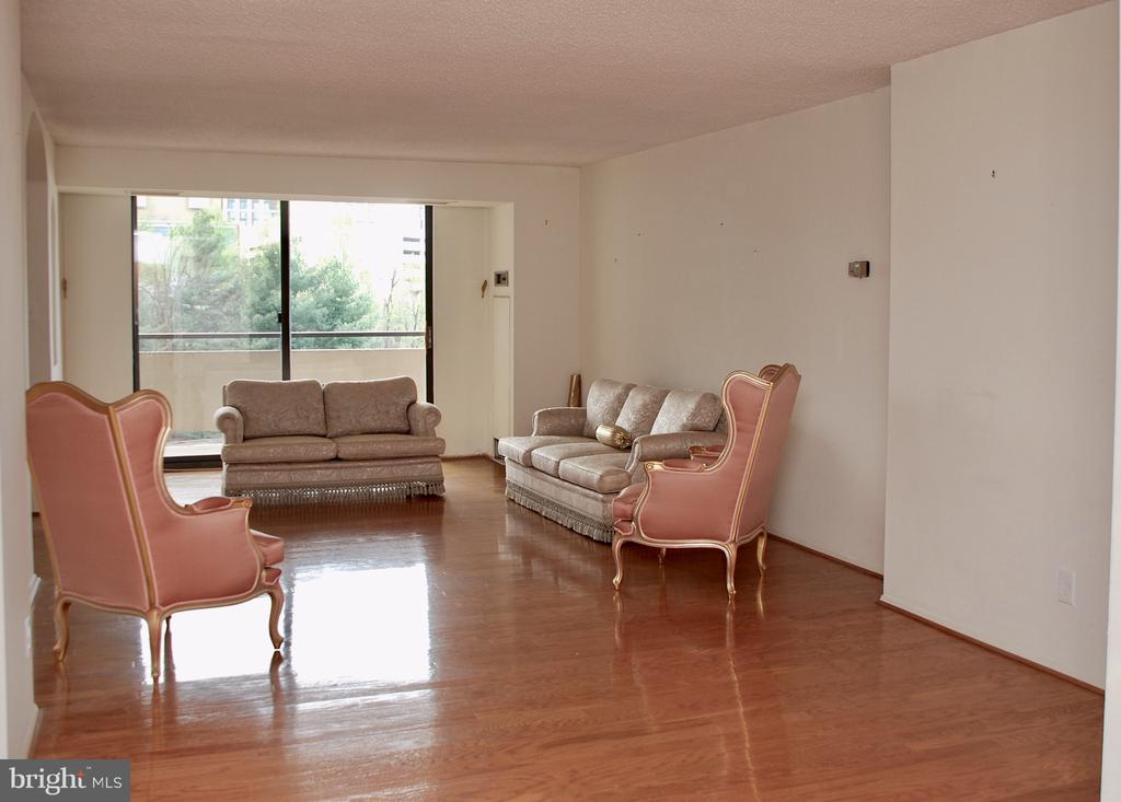 View as you enter #606 - 1800 OLD MEADOW RD #606, MCLEAN