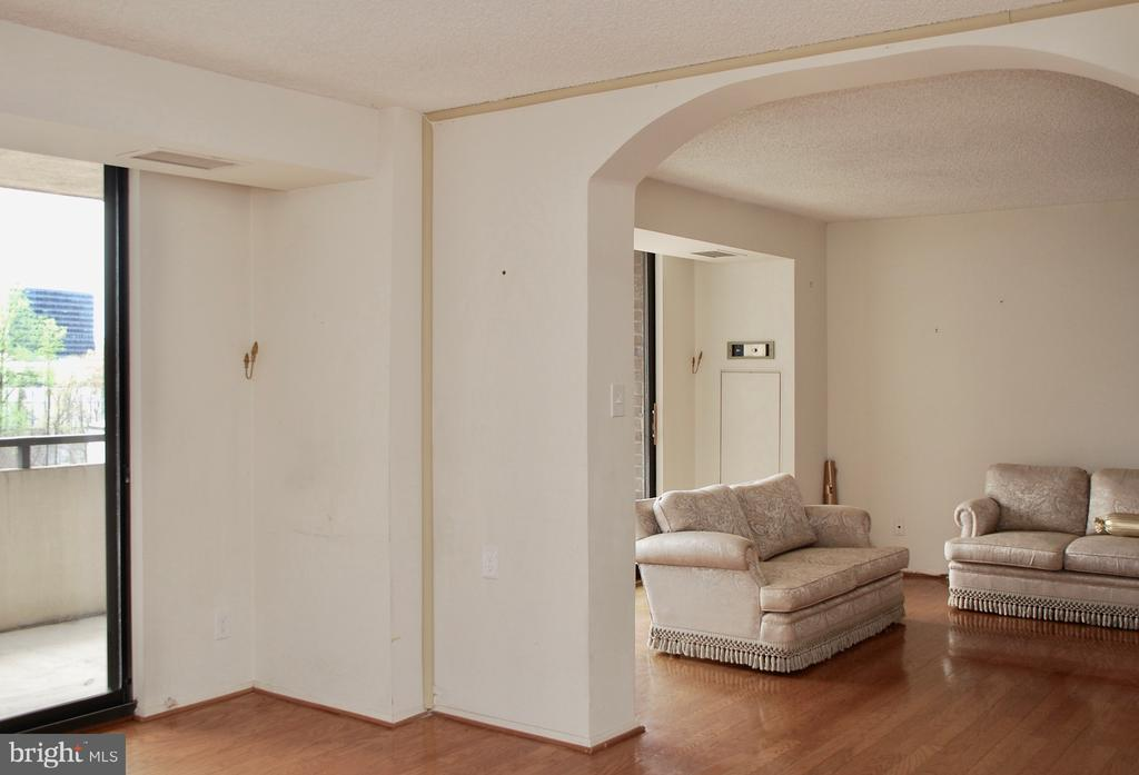 Looking from 3rd Bedroom/Den into Living Room - 1800 OLD MEADOW RD #606, MCLEAN