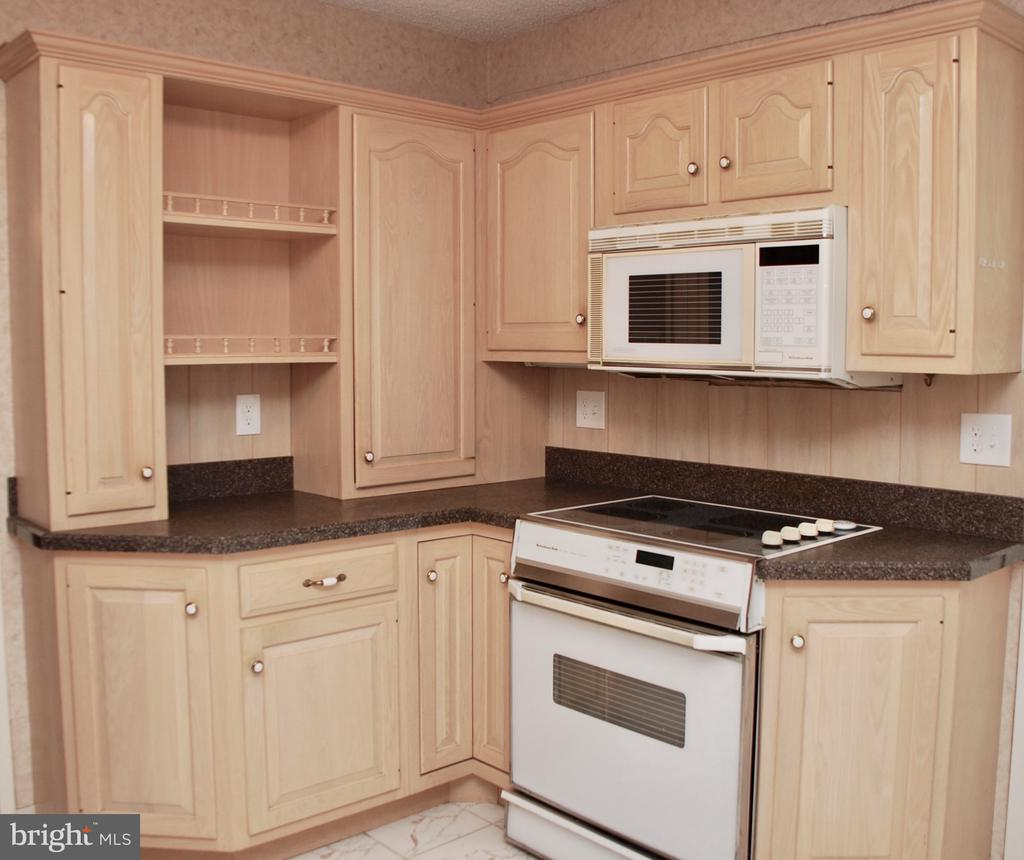 Kitchen - 1800 OLD MEADOW RD #606, MCLEAN