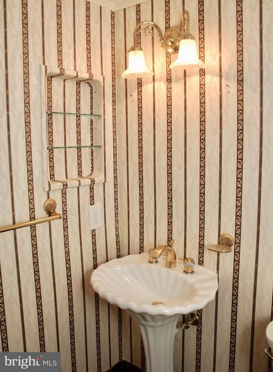 Powder Room - 1800 OLD MEADOW RD #606, MCLEAN