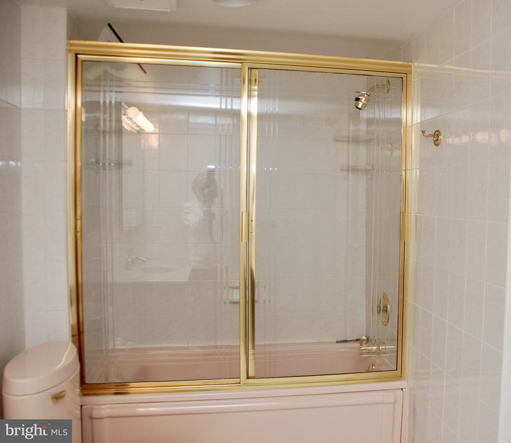Bathroom - 1800 OLD MEADOW RD #606, MCLEAN