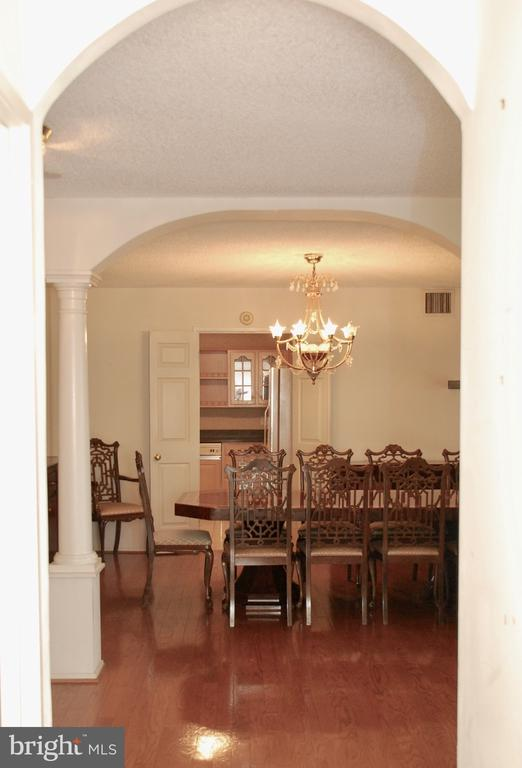 View from Living Room through to Kitchen - 1800 OLD MEADOW RD #606, MCLEAN