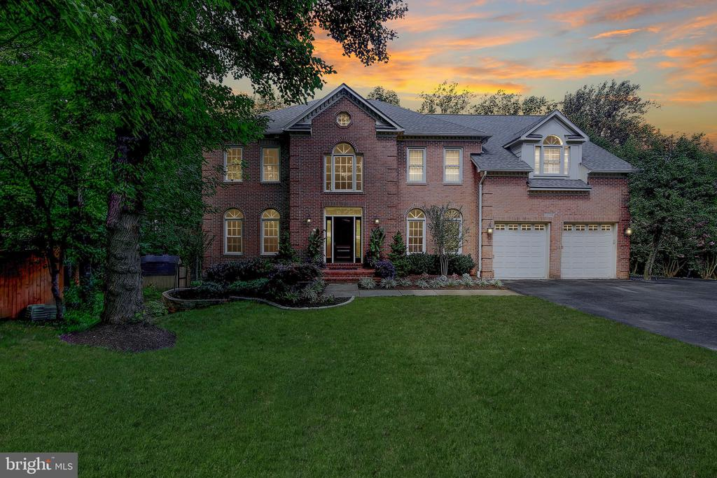 Secluded & Private - 1298 STAMFORD WAY, RESTON