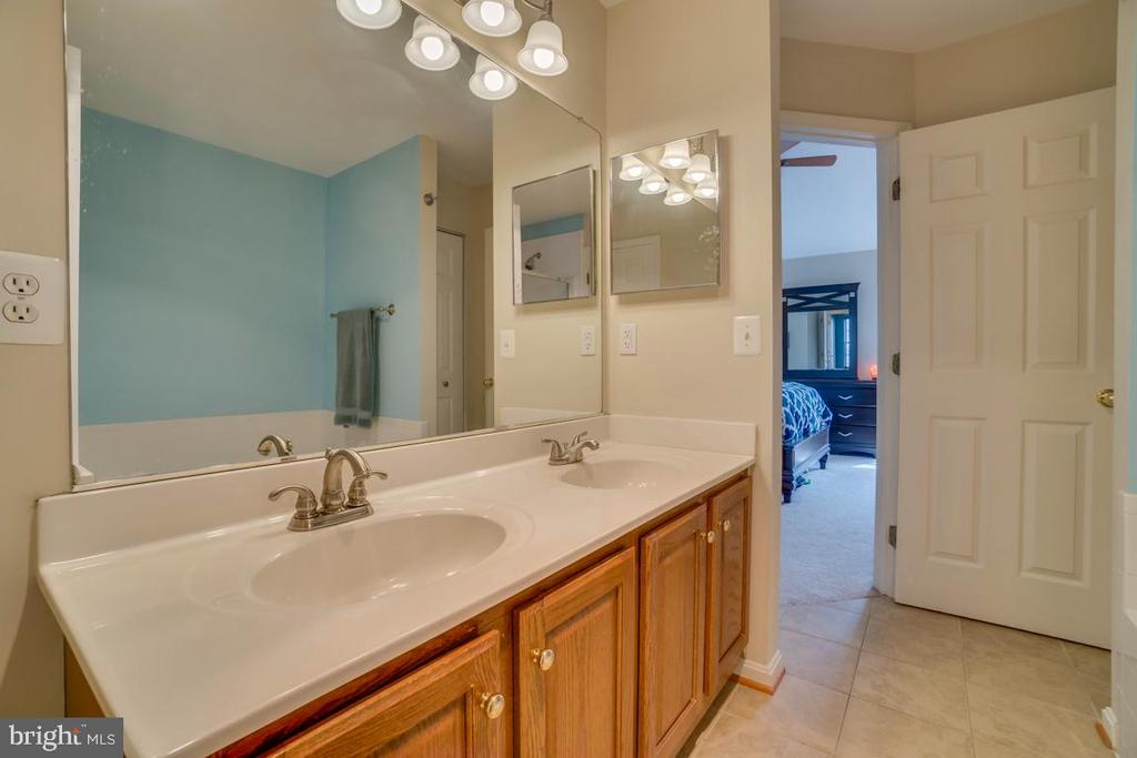 Bathroom - 8875 BENCHMARK LN, BRISTOW