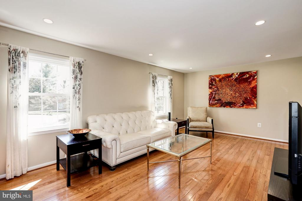Lots of natural light & new recessed lights thru - 8515 ORDINARY WAY, ANNANDALE