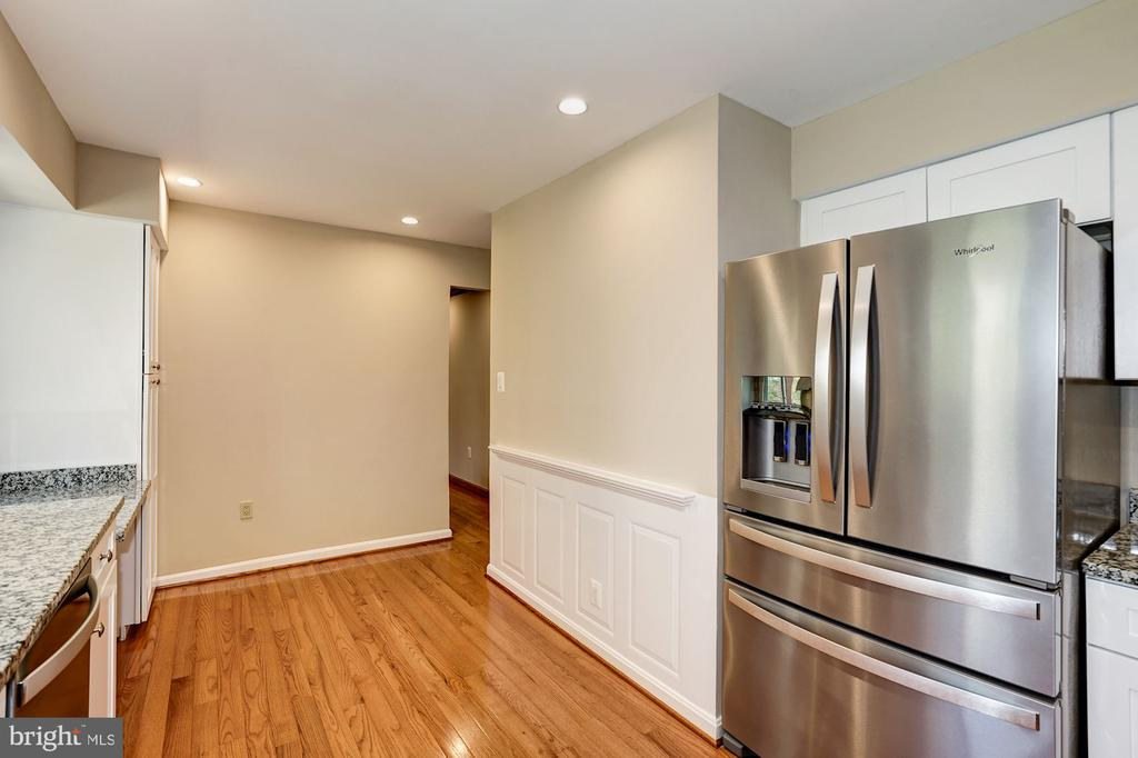 New Stainless Steel Appliances, space for table - 8515 ORDINARY WAY, ANNANDALE