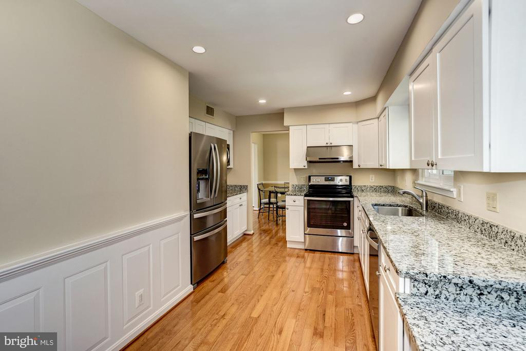 Spacious kitchen w/ new HW floors, - 8515 ORDINARY WAY, ANNANDALE