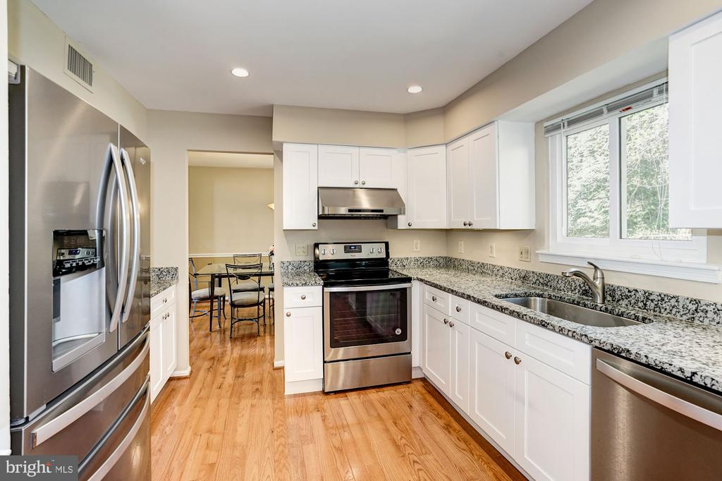 Kitchen gets lots of great natural light - 8515 ORDINARY WAY, ANNANDALE