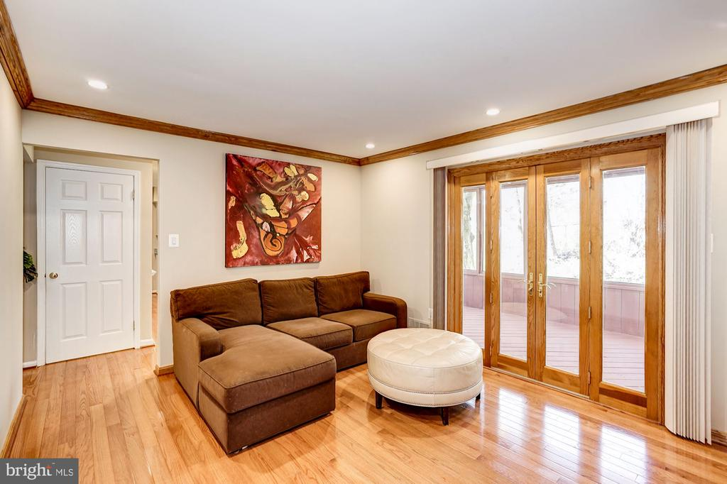 French doors to the screened-in porch & deck - 8515 ORDINARY WAY, ANNANDALE