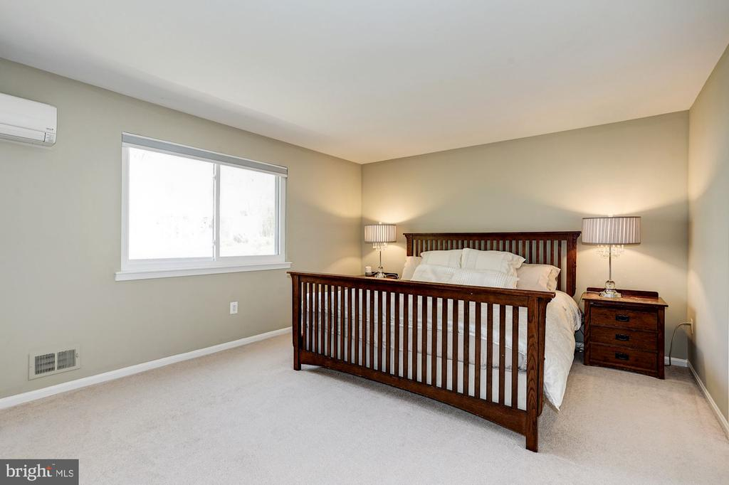 Spacious MBR gets great natural light - 8515 ORDINARY WAY, ANNANDALE