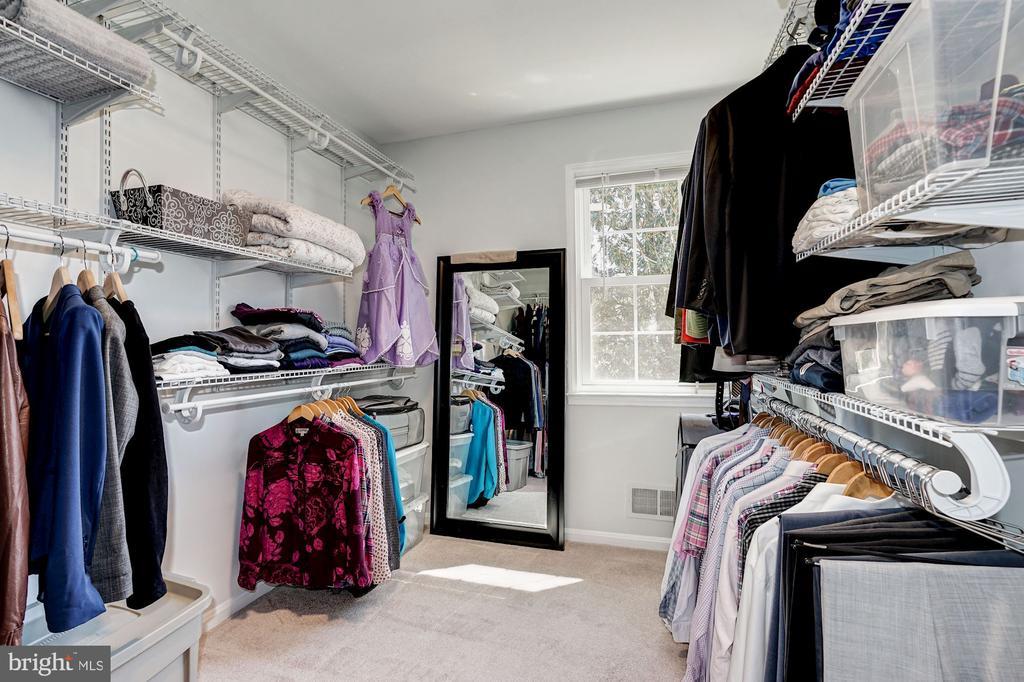 Large walk in closet w/ organizational system - 8515 ORDINARY WAY, ANNANDALE