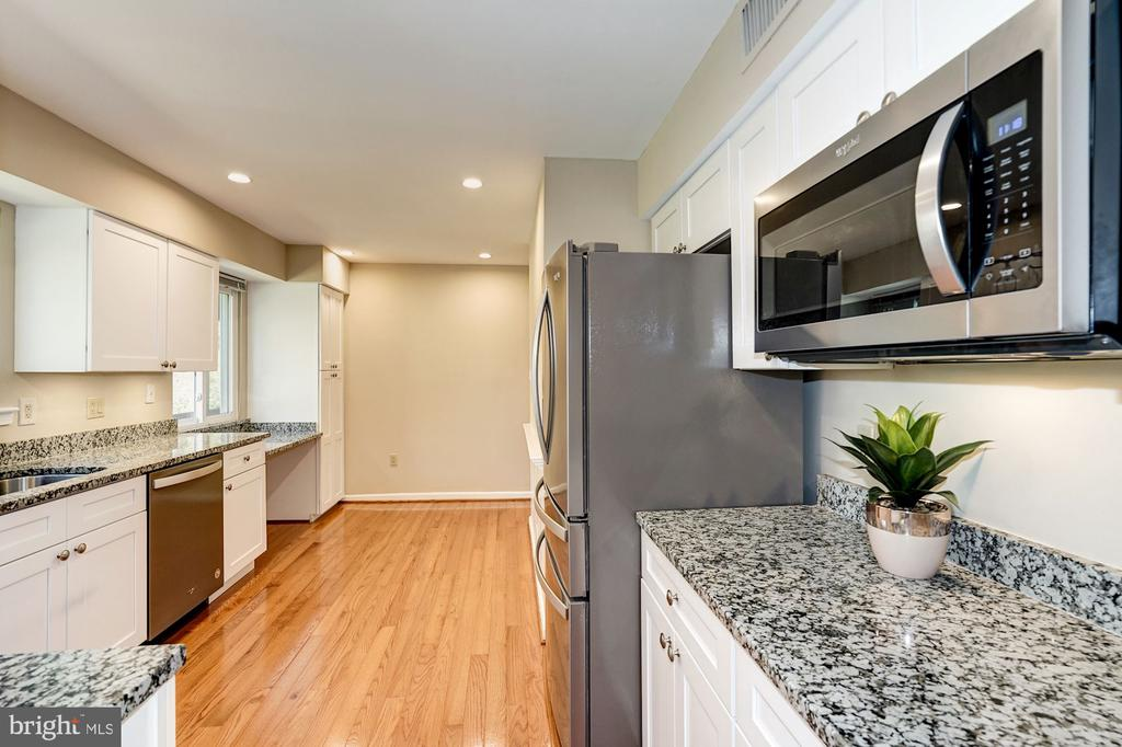 Gourmet brand new kitchen - new cabinets... - 8515 ORDINARY WAY, ANNANDALE