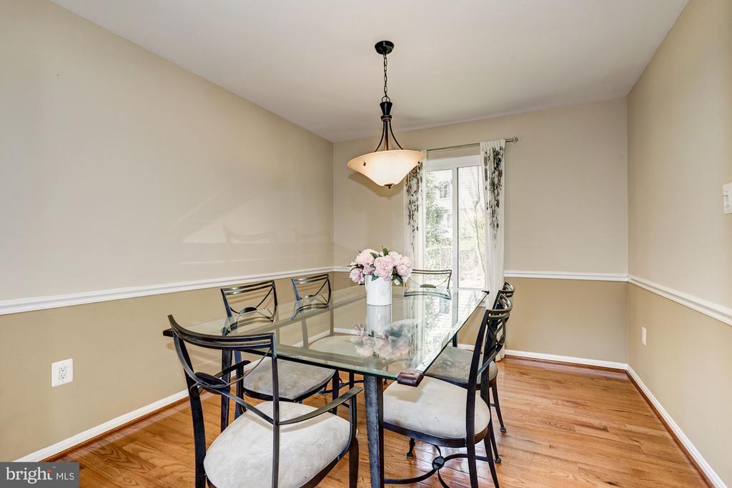 Dining room w/ chair rail molding, HW Floors - 8515 ORDINARY WAY, ANNANDALE