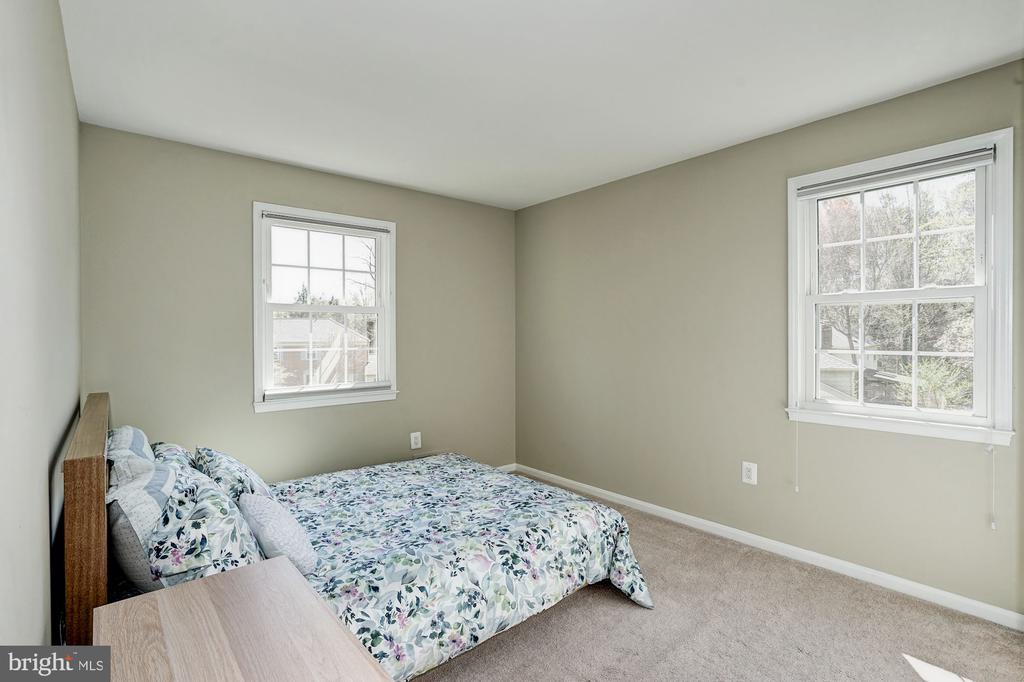 3rd BR on upper level w/ lots of light - 8515 ORDINARY WAY, ANNANDALE