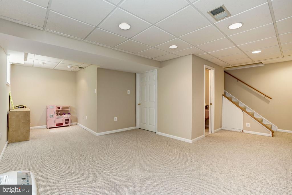Basement has 1/2 BA & Laundry/Storage/Utility room - 8515 ORDINARY WAY, ANNANDALE