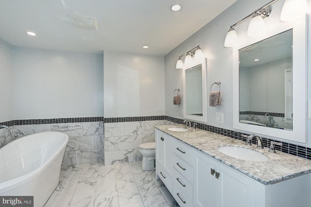 MBA has dual vanities w/ granite countertops - 8515 ORDINARY WAY, ANNANDALE