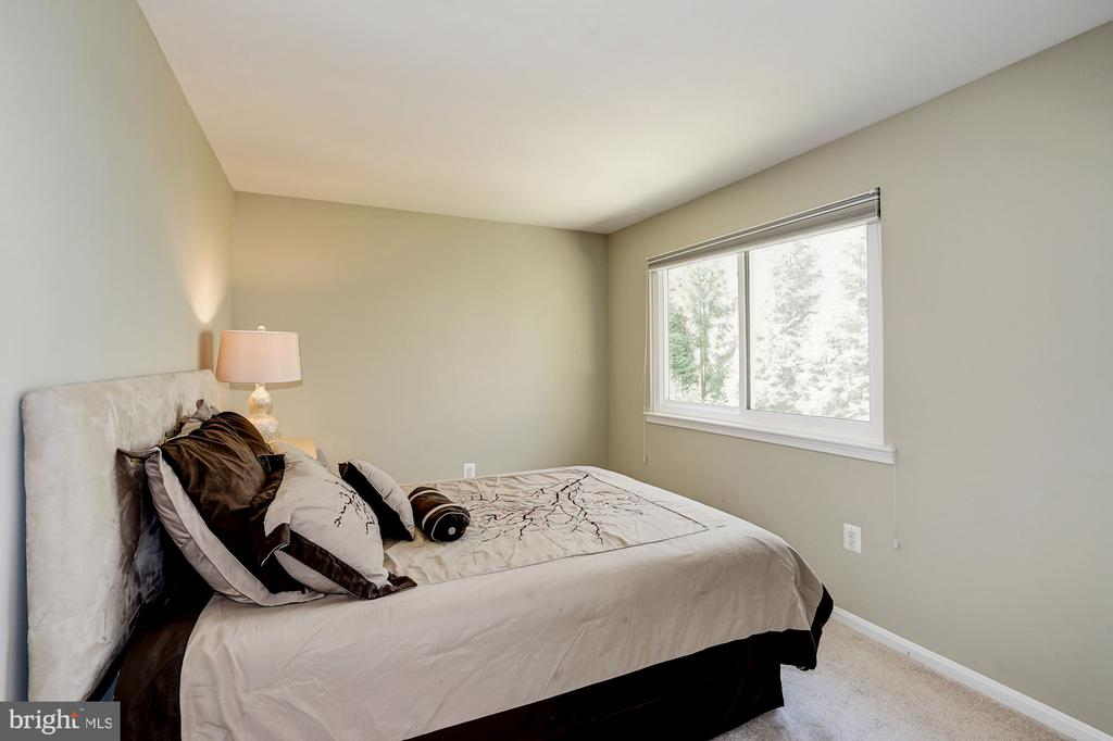 4th BR on upper level w/ closet & large window - 8515 ORDINARY WAY, ANNANDALE