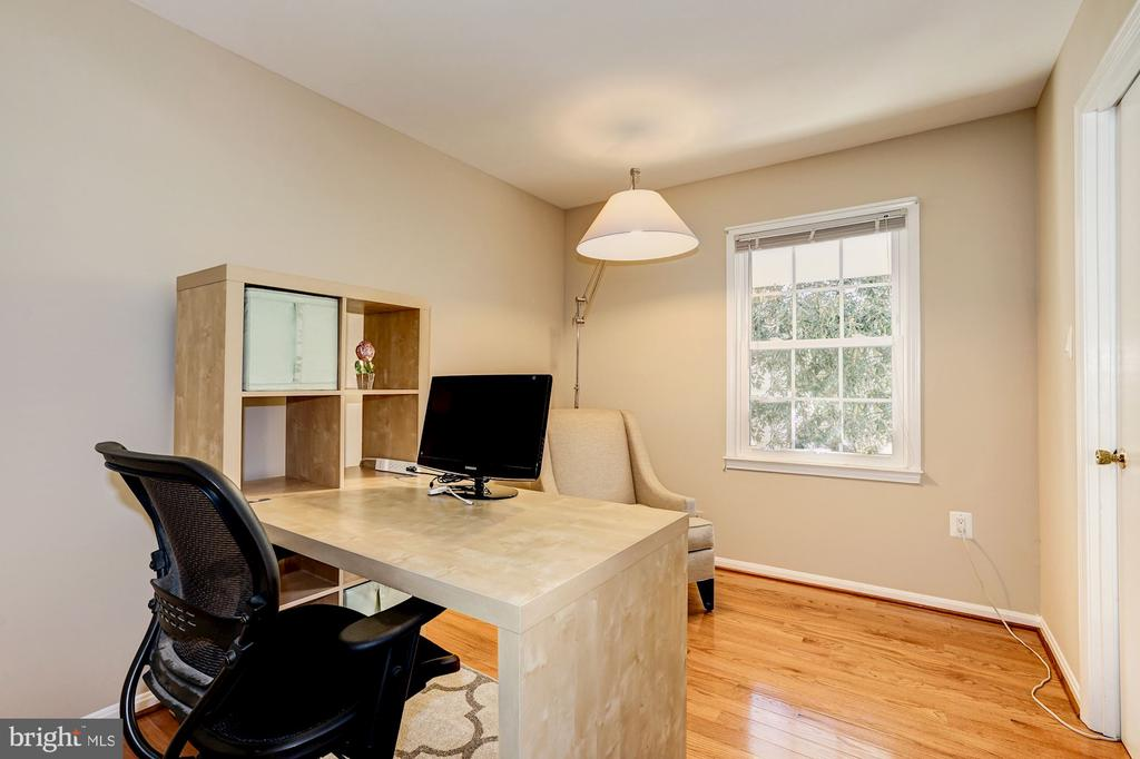 Great natural light throughout the house - 8515 ORDINARY WAY, ANNANDALE