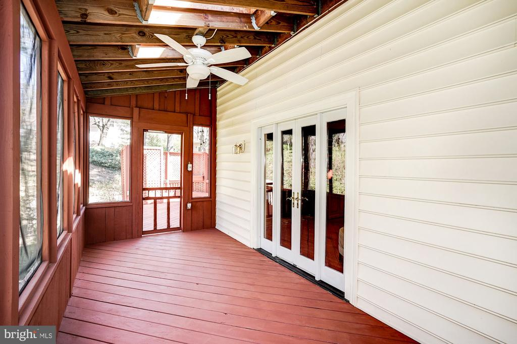 Fully enclosed screened-in porch w/ french doors - 8515 ORDINARY WAY, ANNANDALE