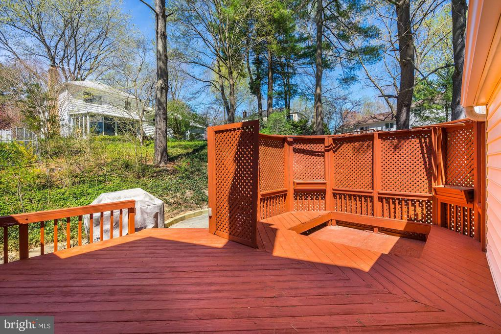 Deck w/ area that has a privacy screen for seating - 8515 ORDINARY WAY, ANNANDALE