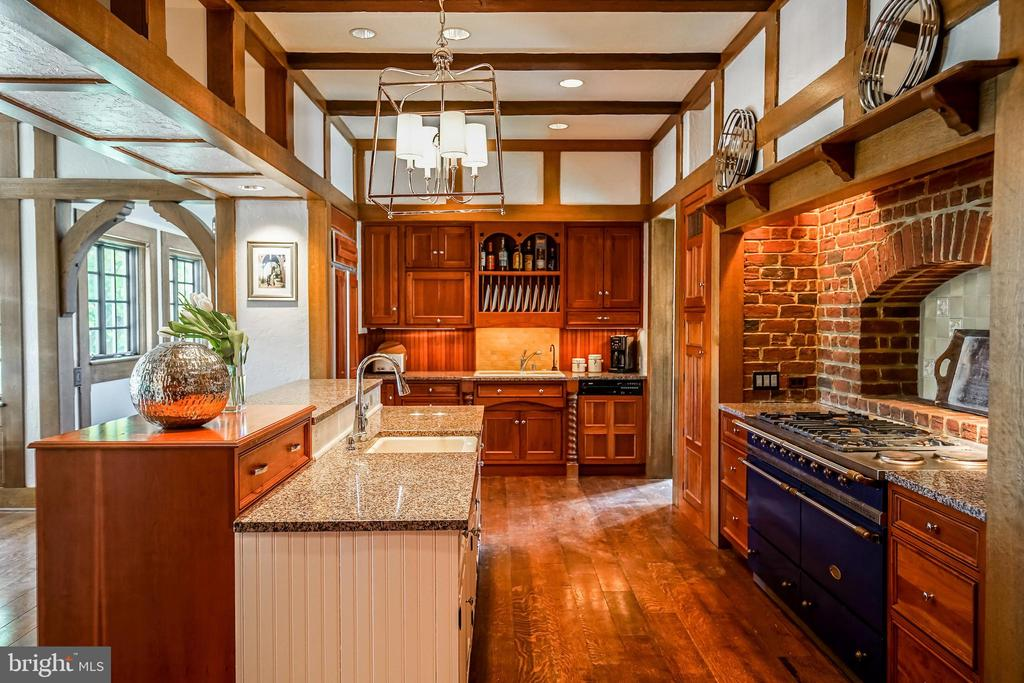 Updated kitchen with Lacanche range - 869 CHILDS POINT RD, ANNAPOLIS